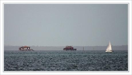 BLOG-DSC_3474-cabanes tchanquées & voilier