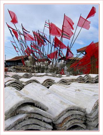 BLOG-IMG_3046-drapeauxet tuiles port Gujan