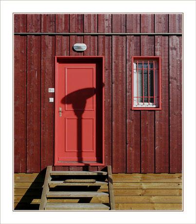 BLOG-DSC_1911-2-porte rouge et ombre réverbère