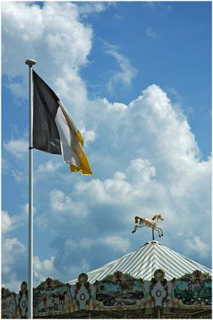 BLOG-DSC_2534-drapeau Arcachon et cheval manège Eyrac