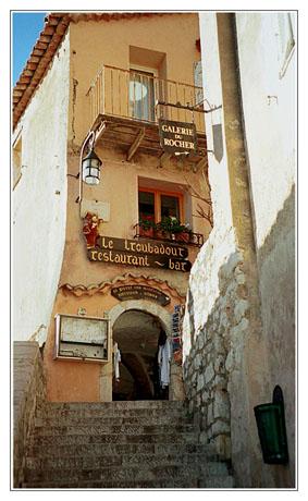blog2-03-img616-troubadour-eze.jpg