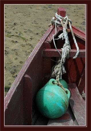 BLOG-DSC_2930-bouée verte dans barque rouge