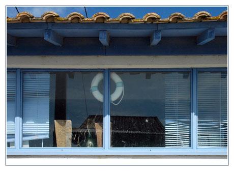 BLOG-DSC_4778-stores bleus et bouée