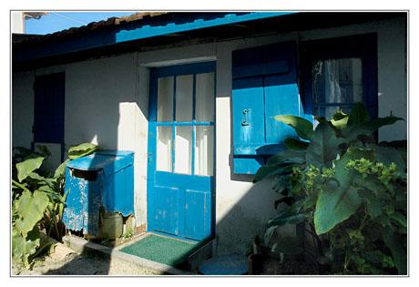BLOG-DSC_4919-ombre et lumière volets bleus