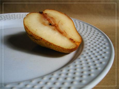 BLOG-IMG_0797-moitié de poire sur assiette