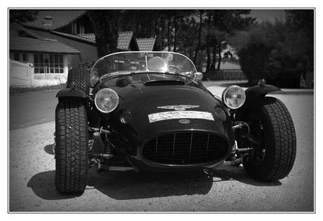 BLOG-DSC_2968-voiture conche Cap-Ferret N&B anonyme