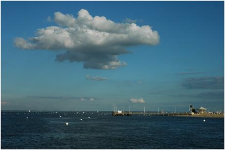 BLOG-DSC_5508-nuage sur jetée et manège Eyrac