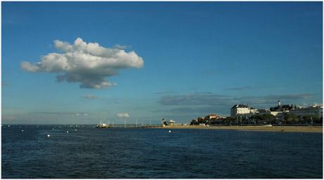 BLOG-DSC_5509-nuage sur plage et jetée Eyrac