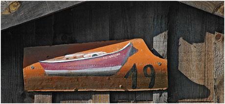 BLOG-DSC_5572-tuile peinte pinasse rouge