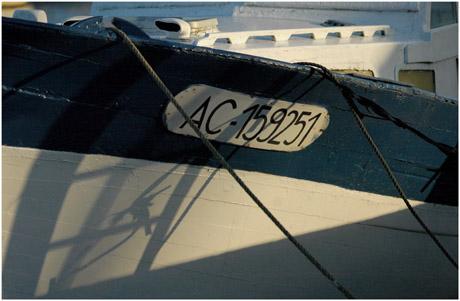 BLOG-DSC_5945-ombres bateau bleu-blanc Gujan