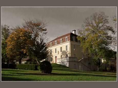 BLOG-IMG_0872-façade château Montus effet couleur