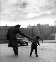1951_motherchild_louvre photo Louis Stettner