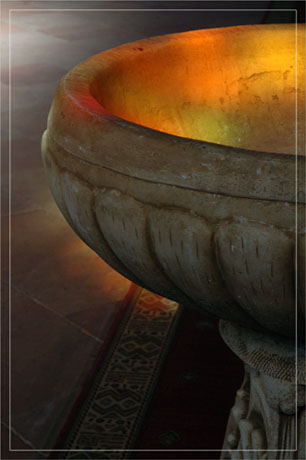 BLOG-DSC_7038-reflet vitrail sur fond baptismal