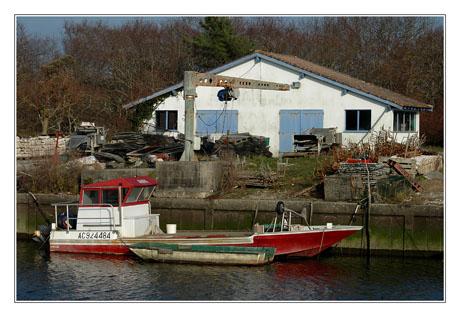 BLOG-DSC_7432-bateaux à quai et cabane Arès