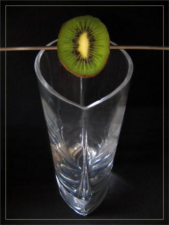 BLOG-IMG_1162-brochette demi kiwi sur vase