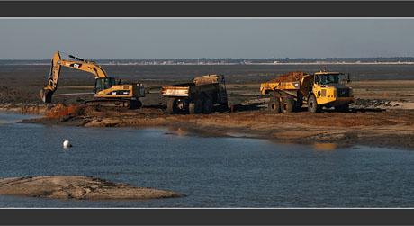 BLOG-DSC_8165-engins chantier chenal Canal Larros