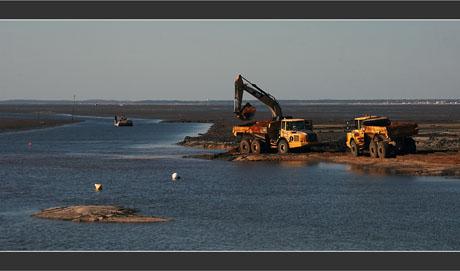 BLOG-DSC_8175-engins chantier chenal Canal Larros