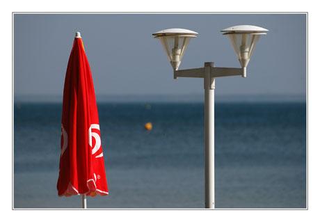 BLOG-DSC_8458-parasol et réverbère plage Cazaux
