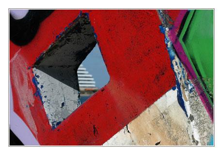 BLOG-DSC_8497-immeuble paquebot dans lucarne épave