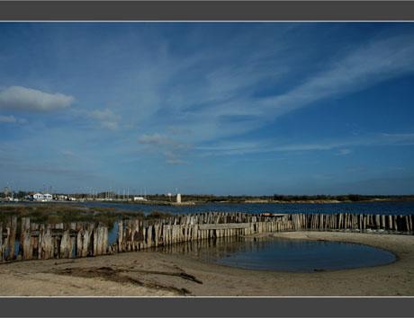 BLOG-DSC_8549-retenue d'eau nuages et chenal port Audenge