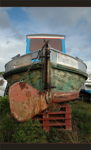 BLOG-DSC_9247-dérive et hélice vieux bateau pêche