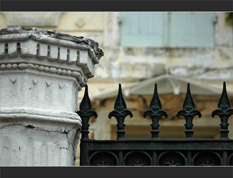 BLOG-DSC_9616-portail maison volets bleus