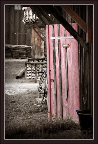 BLOG-DSC_6889-vieille porte rouge sépia + V