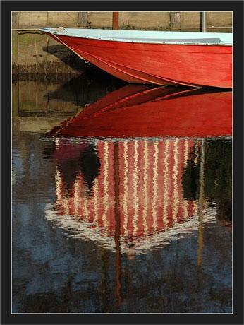 BLOG-DSC_7206-proue rouge, reflet cabane, promeneurs