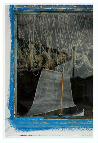 BLOG-DSC_7977-vitrine petit bateau et reflet port Andernos