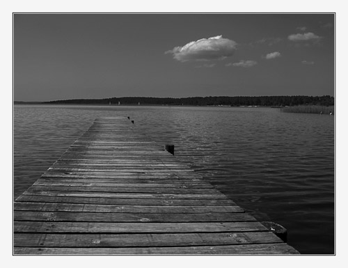 BLOG-IMG_1378-ponton et nuage lac Sanguinet N&B