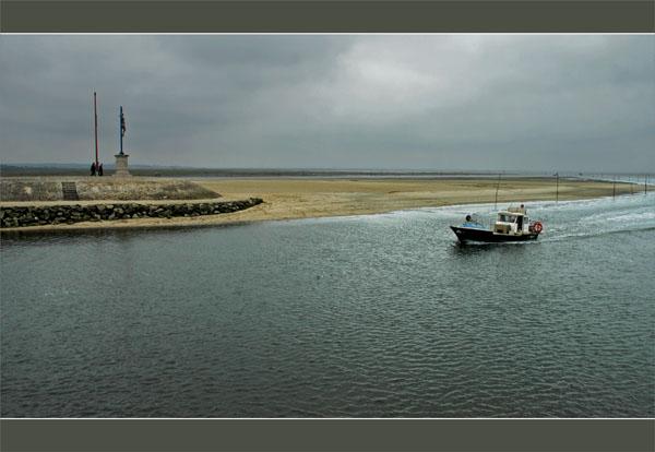 BLOG-DSC_0727-retour bateau de pêche port Larros