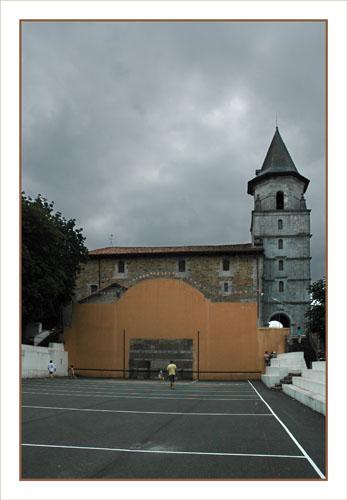 BLOG-DSC_0914-fronton basque et église Aïnhoa