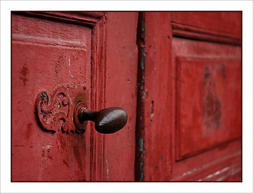 BLOG-DSC_0933-poignée porte rouge Aïnhoa