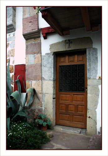 BLOG-DSC_0934-porte d'entrée avect croix