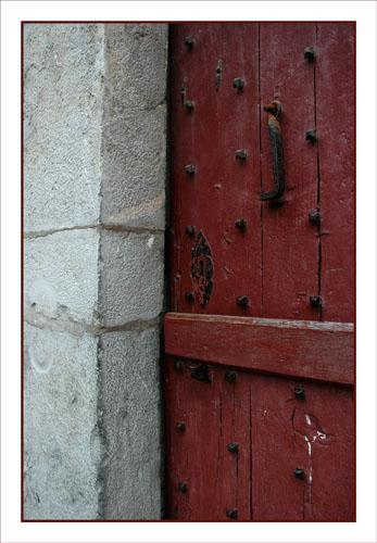 BLOG-DSC_0944-porte cloutée maison pierre Aïnhoa