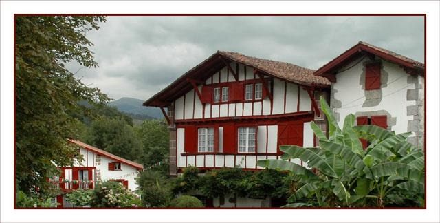 BLOG-DSC_0946-maisons et collines Aïnhoa