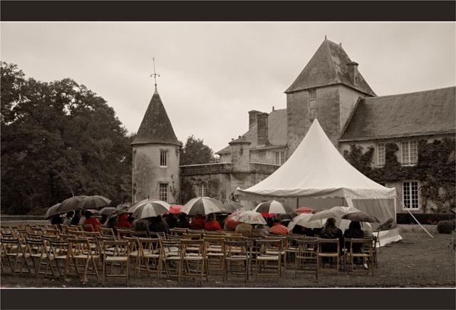 BLOG-DSC_1822-concert château Ruat et parapluies