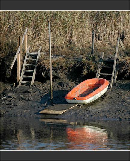 BLOG-DSC_2002-barque orange esseulée Leyre