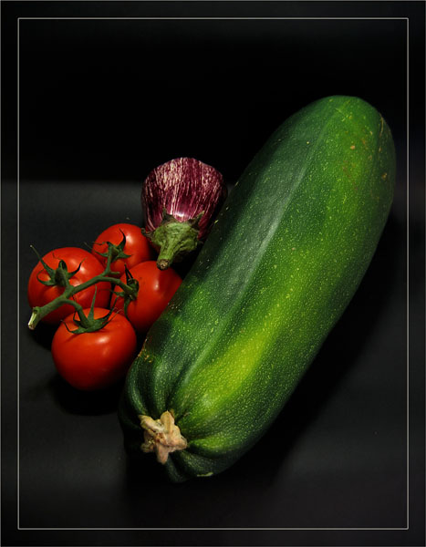 BLOG-IMG_1441-the big courgette, tomates, aubergine