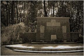 BLOG-DSC_0177-monument nécropole la Teste