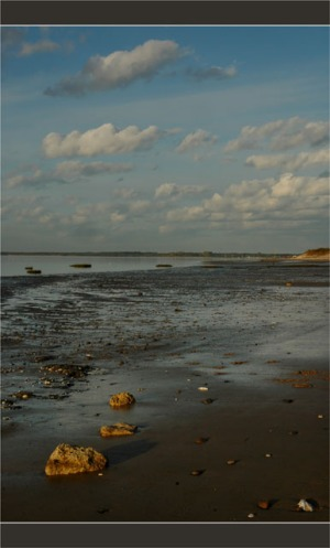 BLOG-DSC_2748-cailloux et nuages plage du Teich 50-50