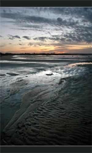 voir le crépuscule sur la plage et le sentier littoral du Teich