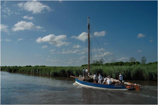 BLOG-DSC_8029-les copains à bord sur la Leyre au Teich régate des maires