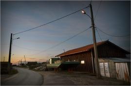 BLOG-DSC_01254-réverbères et rue port Larros crépuscule