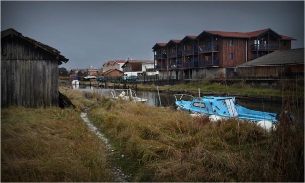 BLOG-DSC_01425-cabane sentier bateau bleu et résidences canalot port la Teste