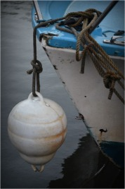 BLOG-DSC_01450-bouée bateau bleu