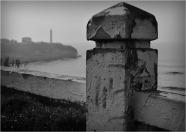 BLOG-DSC_03238-rambarde Anglet et phare Biarritz N&B