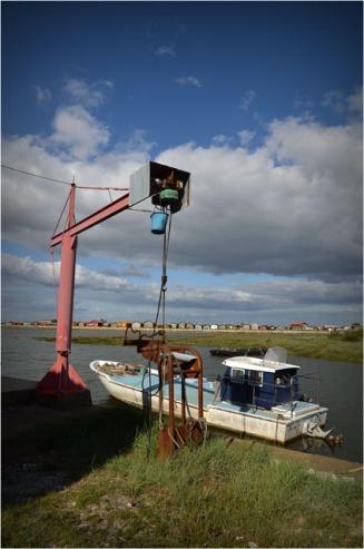 BLOG-DSC_05271-chaland sous portique Gujan, face à Larros