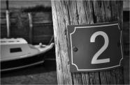 BLOG-DSC_07618-piquet 2 et proue bateau port des tuiles N&B