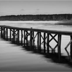 BLOG-DSC_10468-ponton lac Sanguinet soir N&B